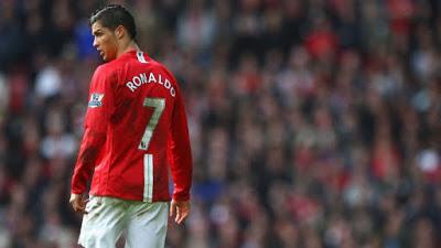 mega bintang cristiano ronaldo dengan nomor punggung 7